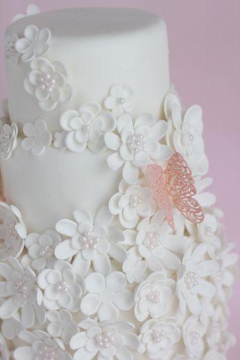 White flowers of cake