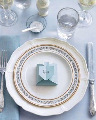 Every Hanukkah guest gets a prize -- chocolate gelt -- when these dreidel-shaped place cards are unfolded.Print the Dreidel Template Feliz Hanukkah, Hanukkah Crafts, Hanukkah Decorations, Christmas Hanukkah, Hannukah, Happy Hanukkah, Jewish Crafts, Jewish Festival Of Lights, Festival Lights