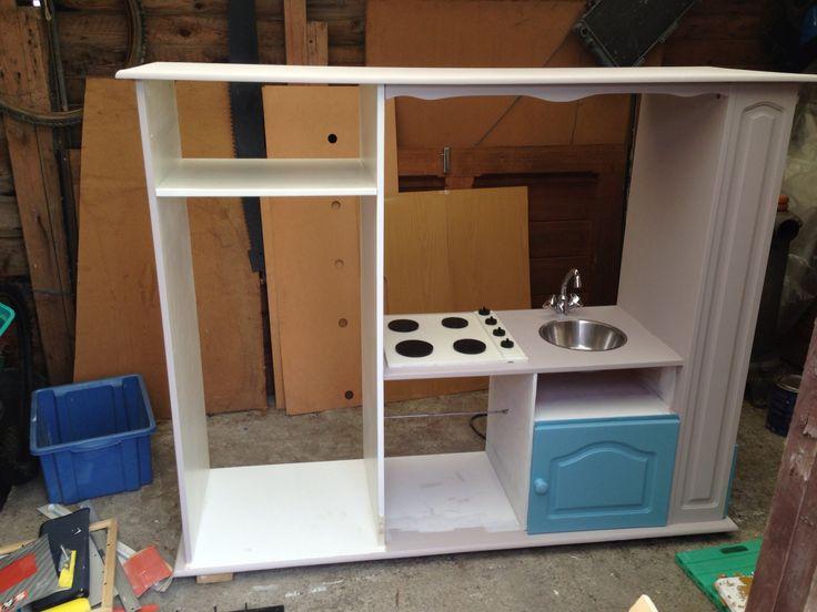 Installation de deux éléments: évier (+porte avec rangement à l'intérieur) et taque de cuisson