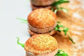 Macarons foie gras, figue et pain d'épices