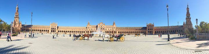 Hoy hemos estado paseando por la plaza de España de #Sevilla. Sabes si tu ciudad está representada? #Mondoñedo tiene un espacio en la provincia de Lugo.