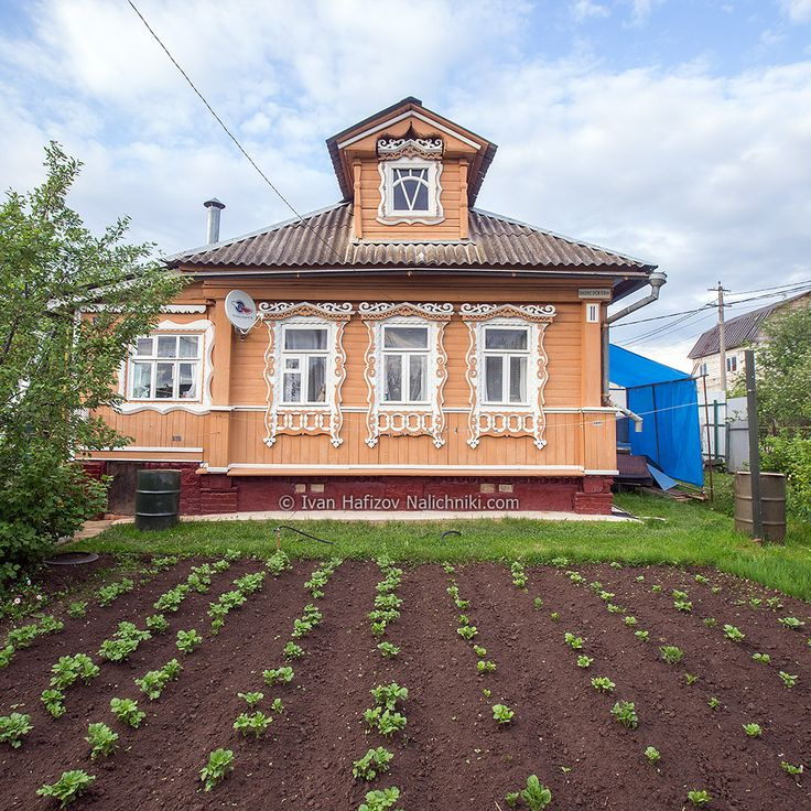 стоял тот дом всем москвичам знакомый