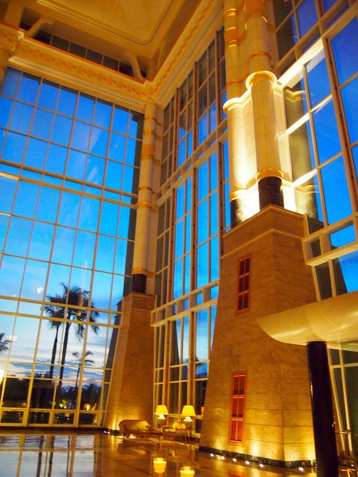 ブルネイのゴージャスホテルエンパイアホテル。ブルネイ 旅行・観光の見所!