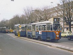 Nolstalgie op de Rooseveltlaan, tramlijn 4, Rivierenbuurt - Amsterdam.  GVB Amsterdam 892+958, Lijn 4, Rooseveltlaan (1981) (Library of Amsterdam Public Transport)