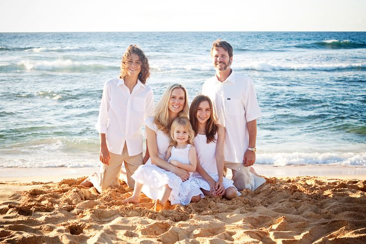 Beach family portrait pose   Photography   Pinterest