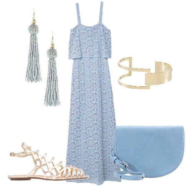 Outfit composto da vestito lungo in pizzo celeste con spalline sottili, sandali bassi dorati, borsa a tracolla celeste, orecchini lunghi e bracciale rigido dorato.