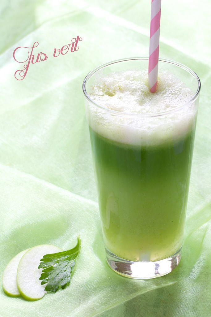 Jus vert  1 fenouil (moyen) 1 à 2 branches de céleri 1 pomme (moyenne), de préférence croquante  légèrement sucrée 1 cas d'hydrolat de verveine (facultatif) 1/2 cac rase de chlorella ou spiruline via chaudron-pastel.com