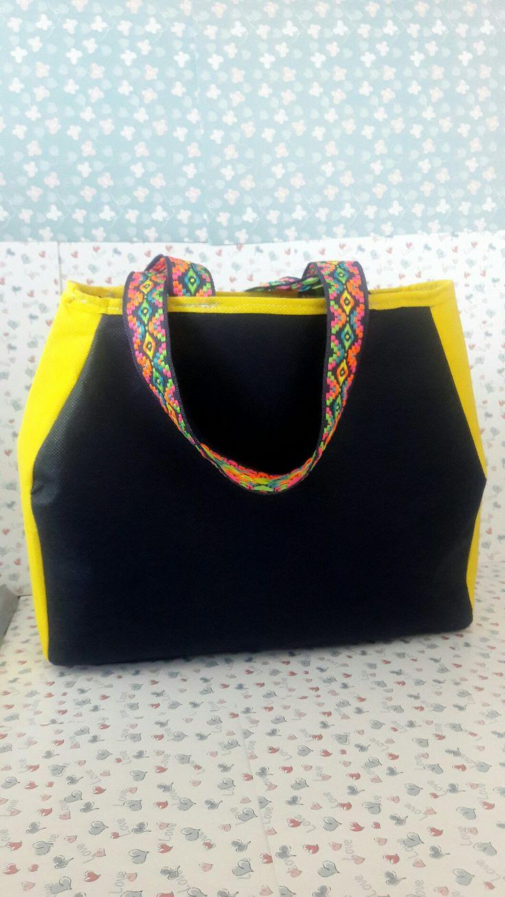 These bags are made of non-woven fabric Bolso en tela Cambrel o tela quirurgica.