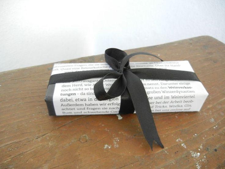 My idea on nlcafe.hu  Egy életmentő összeállítás: megtanítunk karácsonyi ajándékot csomagolni! - NLCafé  diy christmas