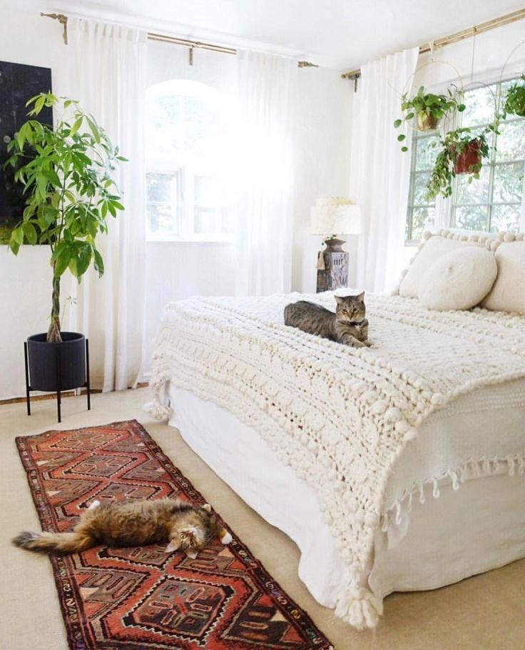 Lovely All White Bedding Boho Masterbedroom Bohemianbedroom