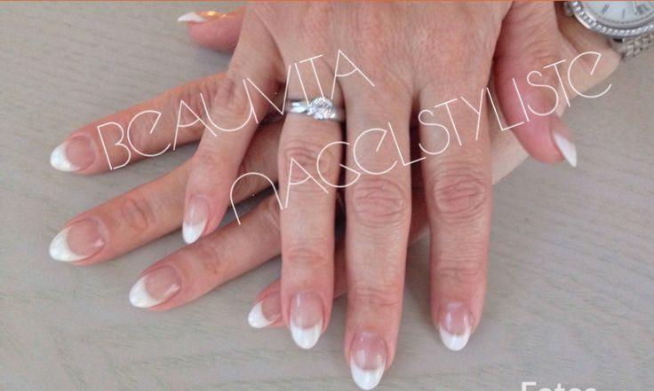 Klassieke French manicure altijd mooi.