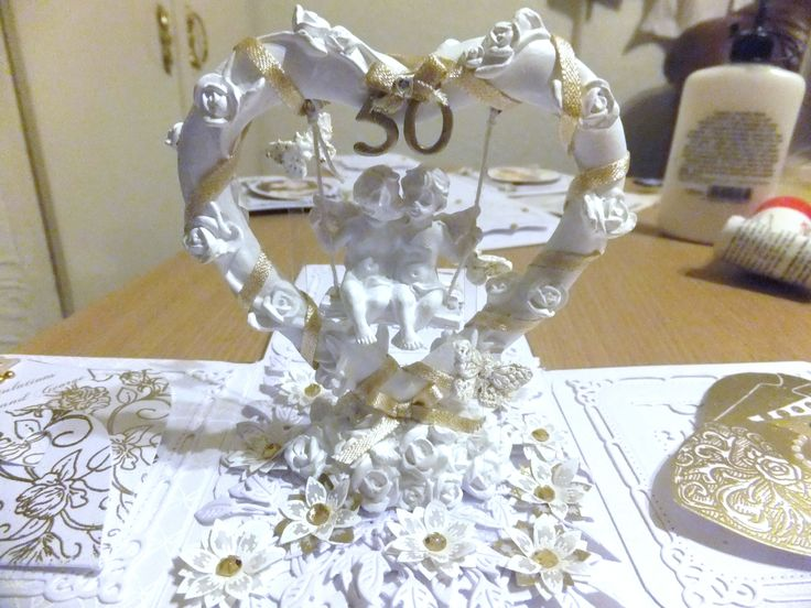 Golden exploding box centre piece