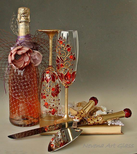 Mariage rouge et or verres ensemble Champagne gâteau
