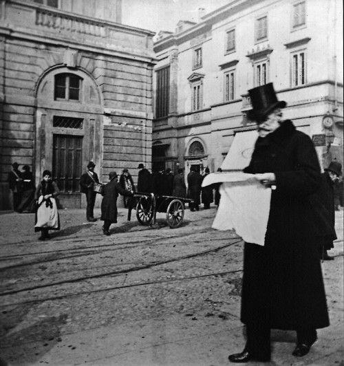 Giuseppe Verdi in Piazza della Scala, Milan, 1900 http://youtu.be/zF7k9rszcRA