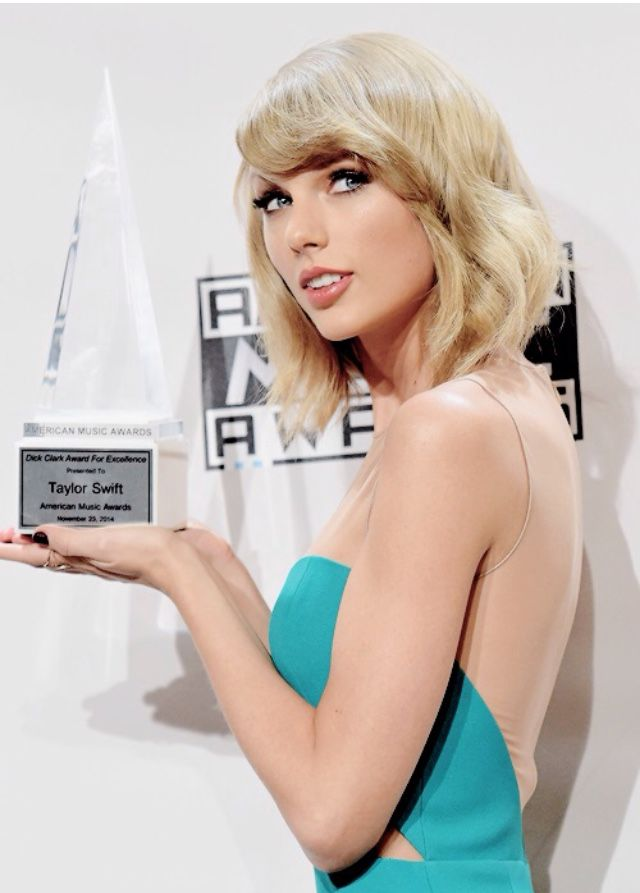 Congratulations! Taylor Swift wins the Dick Clark Award for Excellence at the 2014 American Music Awards!