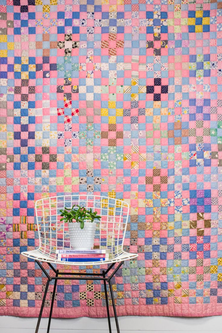 A colorful quilt is calling our name (and yours, too).