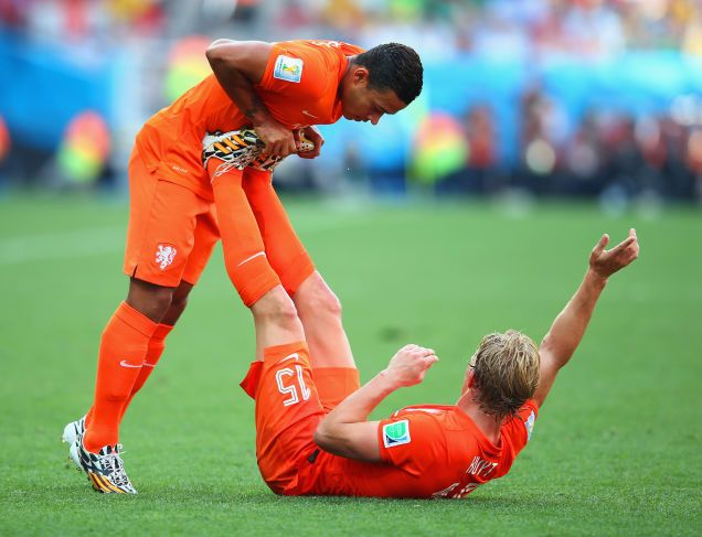 Depay and Kuyt doing some important teamwork