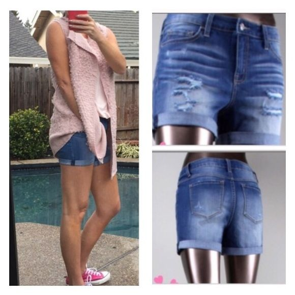 🎈SHORTS SALE🎈 I am loving these BOYFRIEND JEAN SHORTS.  These are VERY GOOD QUALITY😍PERFECT for this time of year.  They have a bit of distress, but not a lot.  THEY FIT REALLY WELL AND HAVE A LITTLE STRETCH.. 🎈FIT GUIDE: XSMALL (28 in. Waist, 4 in inseam)  SMALL (30 in waist, 41/2 in inseam) MEDIUM (32 in. Waist, 5 in inseam). Medium for Connie. Shorts Jean Shorts