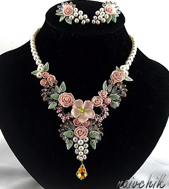 Beautiful flower jewelry by Alina Bondarenk-Bondarenko is jewelry artist from Russia. She makes beautiful jewelry with polymer clay flowers, glass beads, gemstones and wire