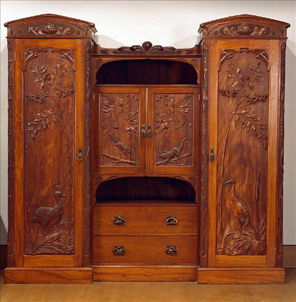 Federation / Art Nouveau-style wardrobe of blackbean carved with Australian birds and animals by Robert Prenzel 1906. The popularity of Australian themes in decoration reflected the growing nationalism in Australia.
