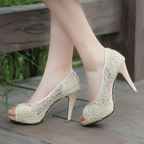 Cream Color Lace Shoes Love These The Heel Isnt Too Extreme
