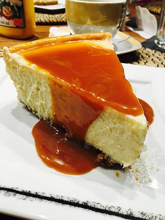 """Amerikanischer New York Cheesecake - so wie der berühmte """"Lindy's Cheesecake"""" in New York, ein raffiniertes Rezept aus der Kategorie Backen. Bewertungen: 309. Durchschnitt: Ø 4,7."""