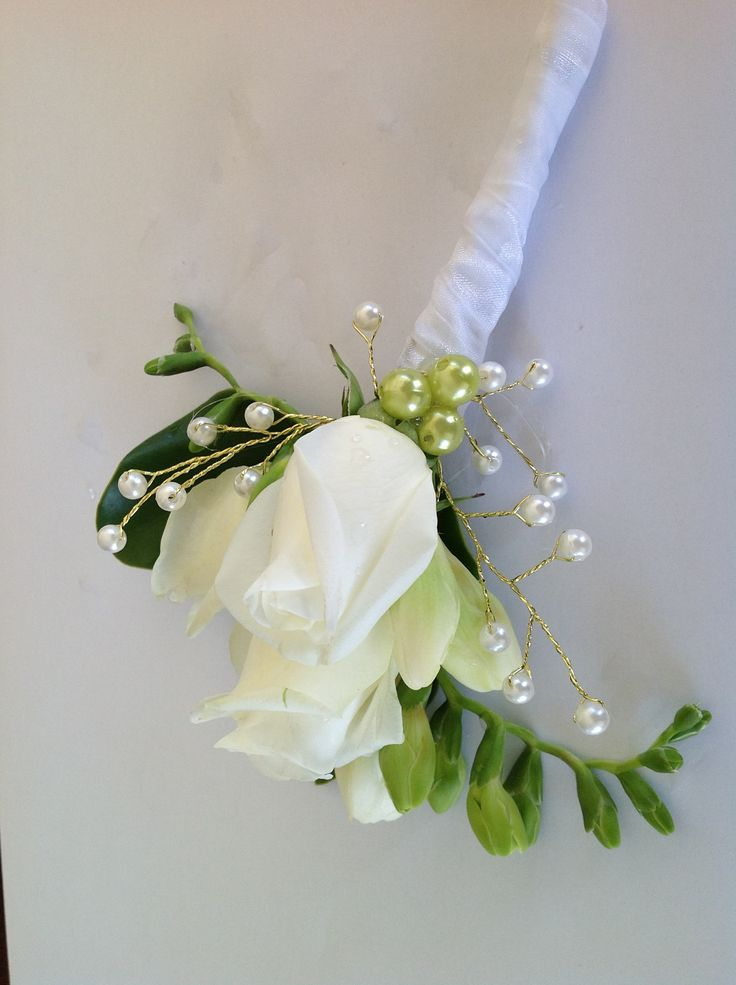 White and cream a gorgeous and often maligned combinations touches with green pearls and gold and white pearl stems