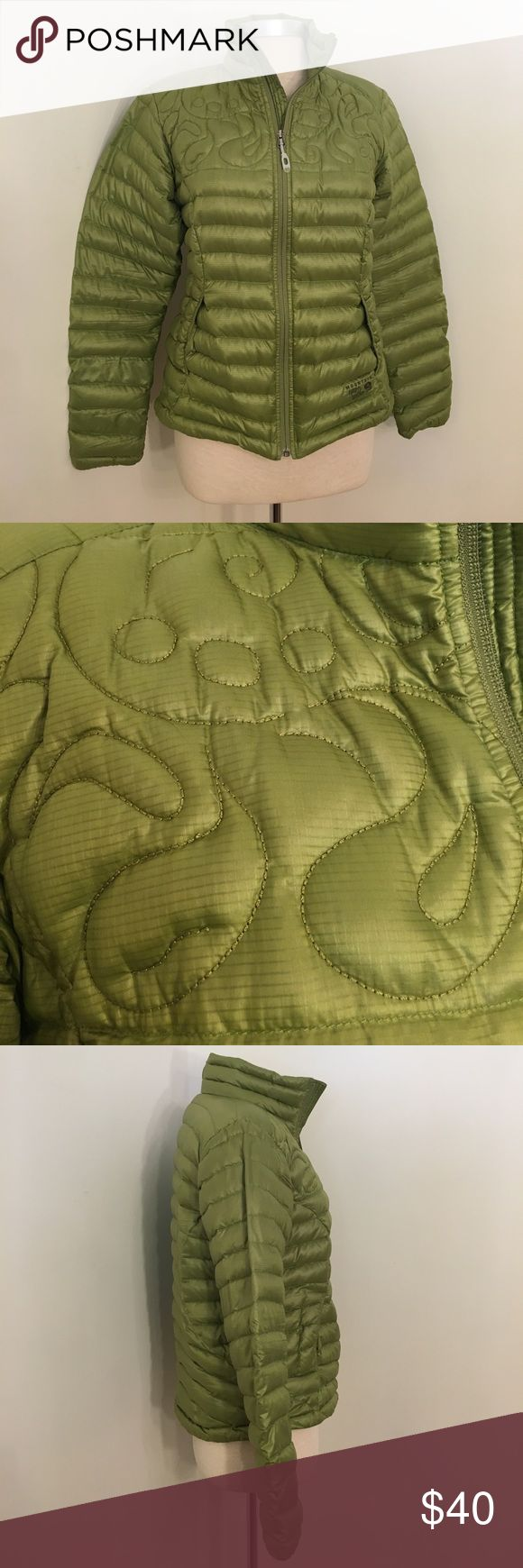 """Mountain Hardwear Green Puffer Jacket Light, weight yet warm jacket. Filled with 90% down, 10% feathers. Comes with stuff sack that the whole jacket will fit inside. Draw string to cinch at hip area. Gently used condition. Bust: 40"""", Waist: 38, Hips: 40"""", Length: 23"""" Mountain Hardwear Jackets & Coats Puffers"""
