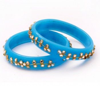Artificial jewellery requires care if you want that the jewellery should last longer and remain as good as new. -Storage is really important when it comes to preserving artificial jewellery. The storage box or pouch should be dry.