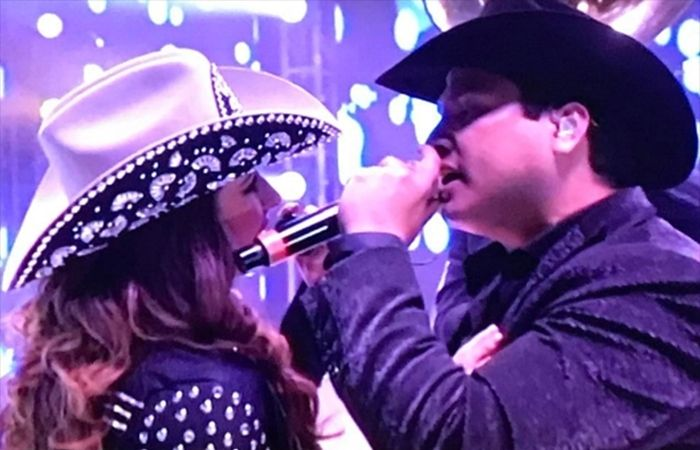Asi fue la mancuerna musical de Ariadne Diaz y Julion Álvarez (video)  #EnElBrasero  http://ift.tt/2pXbeI9  #ariadnediaz #juliónálvarez #ladoblevidadeestelacarrillo