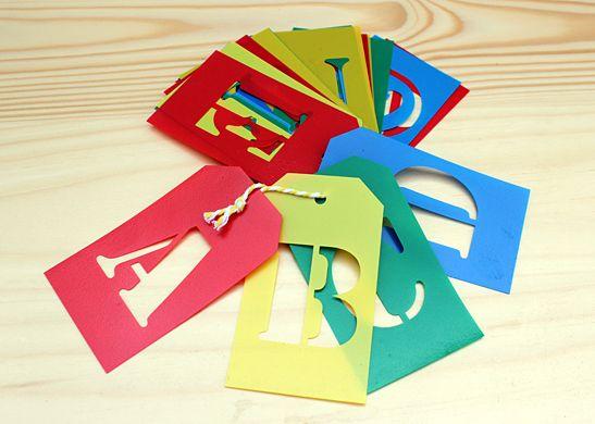Stencil alfabet om DIY projecten te voorzien van teksten De letters zijn gemaakt vanPoly
