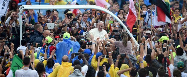 Danses, chants, mises en scène élégante, émotion et acclamations énergiques… C'est de cette façon que les jeunes de toutes nationalités participant aux 31e Journées mondiales de la jeunesse de Cracovie (Pologne), ont accueilli le pape François lors d'une célébration le 28 juillet 2016. C'est
