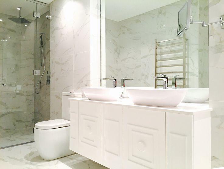 Custom designed bathroom by Andrew Loader Design