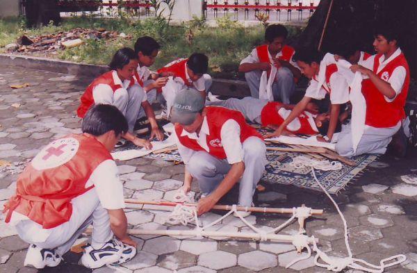 Wikipedia Pendidikan - Palang Merah Remaja (PMR) adalah suatu organisasi binaan dari Palang Merah Indonesia yang berpusat di sekolah-sekolah ataupun kelompok-kelompok masyarakat (sanggar kelompok belajar dll.) yang bertujuan membangun dan mengembangkan karakter Kepalangmerahan agar siap menjadi Relawan PMI pada masa depan. Maksud Buku Diktat PMR ini dijadikan pegangan dalam membina dan mengembangkan PMR sehingga tercapai keseragaman dalam pemahaman kepalangmerahan secara nasional. Buku…