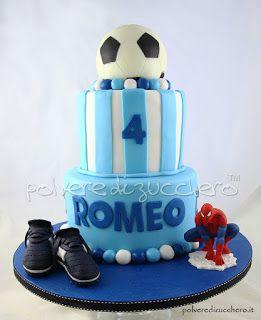 Torta decorata a tema calcio: pallone, scarpe da calcio e uomo ragno per un bimbo   Cake decorated football theme : ball , soccer shoes and Spider-Man for a child