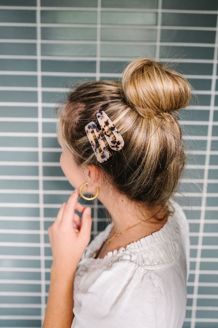 This Easy Summer Up Do Hair Tutorial is perfect for vacation and those days when…