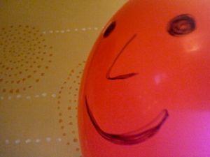 17 best images about jeux de balles de ballons on pinterest simple cas and dracula - Faire tenir des ballons en l air sans helium ...