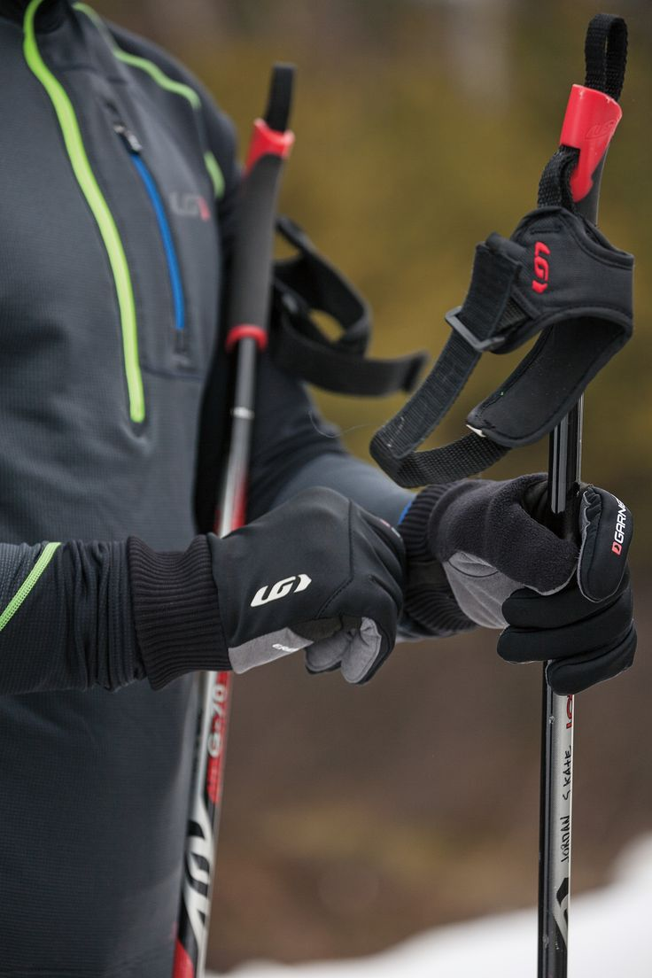 The Pulse gloves are ideal for high-intensity winter sports. The Softshell exterior provides stretchability and comfort while protecting from wind and water, and the patented Ergo Air® concept evacuates palm moisture and helps stabilize hand temperature.