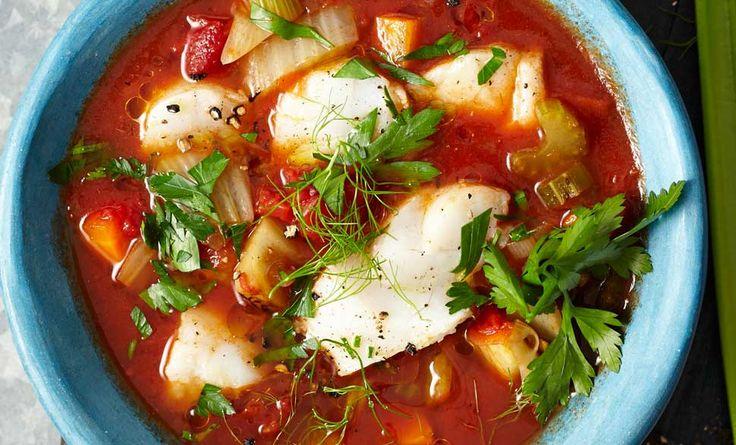 La ricetta light e buonissima del merluzzo in umido con salsa di pomodoro, per un secondo piatto facile da realizzare e ottimo da portare in tavola.