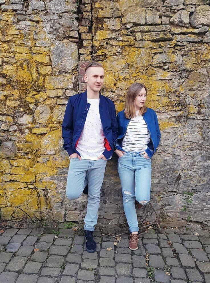 Outfit der Woche! Bellé:  gestreiftes Shirt mit 3/4-Arm & Metallic-Print: Superdry – Mom Jeans mit Destroyed Elementen: Tom Tailor – Denim-Blouson mit Rückenstickerei: Mavi // Wadim: T-Shirt mit Buchstaben-Print & Bomberjacke: Hilfiger Denim – helle Jeans: Tommy Hilfiger #fashion #ootw