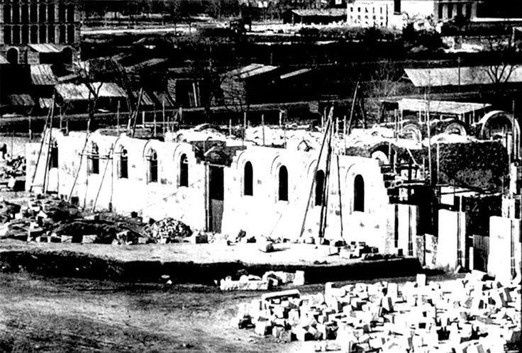 """1863-1882 Construcción de la Universidad de Barcelona. En 1863, se puso la primera piedra del """"Edificio Histórico"""" de la moderna Universidad, que construyó Elies Rogent."""