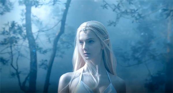 Sững sờ nhan sắc như nữ thần game bước ra đời thực của Savanna Blade