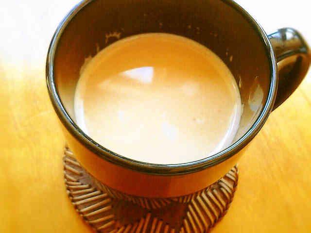 便利!チャイティーエキス 材料 (6杯分くらい) ティーバッグ 6個 砂糖 70g 水 1カップ カルダモンパウダー 小さじ1 シナモンパウダー 小さじ1/2 ジンジャーパウダー 小さじ1/2 クローブパウダー 小さじ1/4