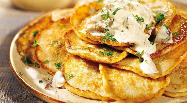 Картофельные оладьи с соусом из белых грибов