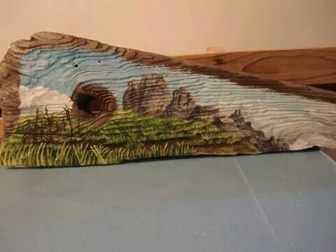 Tavola in legno grezzo dipinta ad acrilico