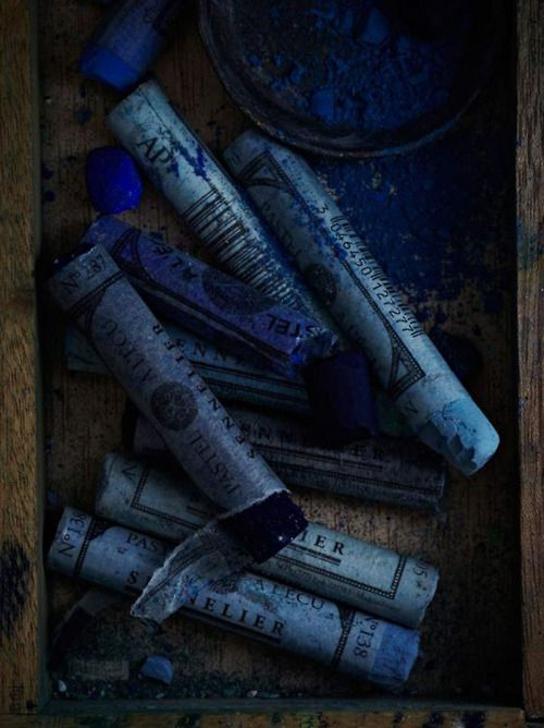 Blue crayons -  Photo by Anna Williams ♥