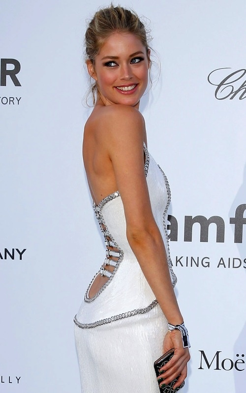Cannes 2012 amfAR - Doutzen Kroes in Versace (back)