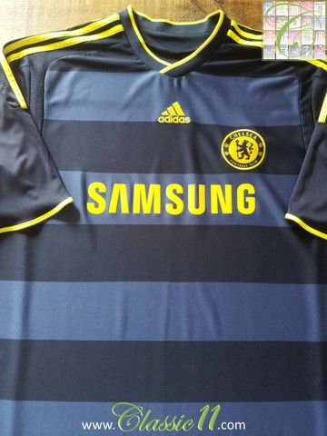 Relive Chelsea's 2009/2010 season with this vintage Adidas away football shirt.