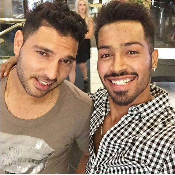 Selfie moment for Yuvraj Singh and Hardik Pandya For more cricket fun click: http://ift.tt/2gY9BIZ - http://ift.tt/1ZZ3e4d
