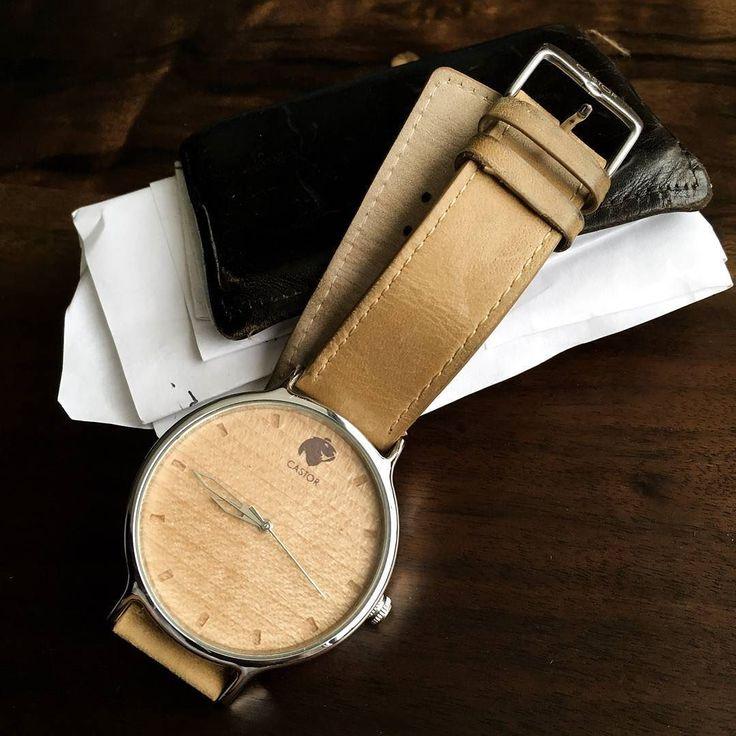 El #reloj Castor Andes Norte con segundero cromado es una alternativa más sobria y minimalista. Siempre manteniendo el lado rústico y diseñado en #chile desde Puerto Rico nos envía esta foto  @jjimeneztirado. Ven por el tuyo en www.castor-watches.com  envío gratis a todo Chile! #castorwatches #castorandesnorte #relojes #relojesdemadera #watch #watches #woodenwatches #diseñochileno